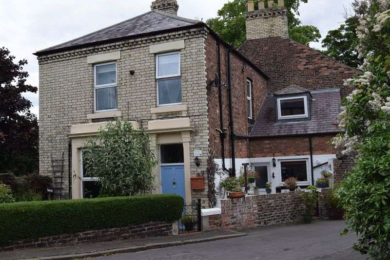 3 Bedrooms Terraced House for sale in Carlisle Terrace, Hexham