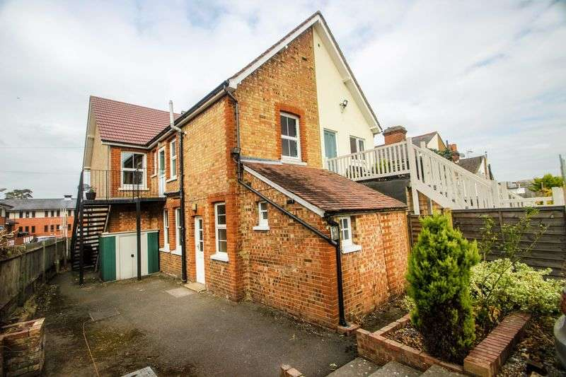2 Bedrooms Flat for sale in Ashtead
