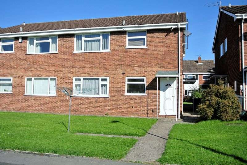 2 Bedrooms Flat for sale in Malet Close, Gloucester
