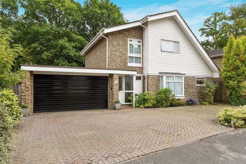 4 Bedrooms Detached House for sale in Cherrydale Road, Camberley