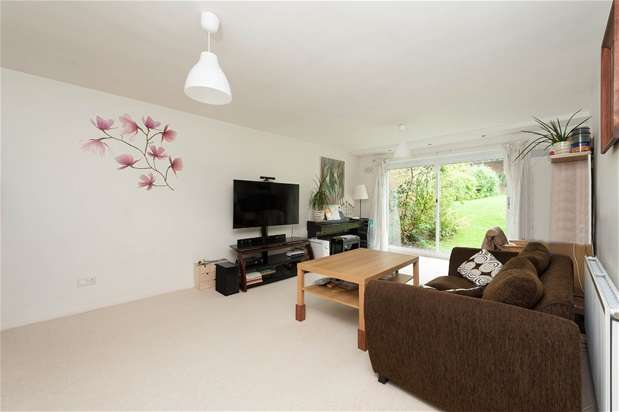 2 Bedrooms Maisonette Flat for sale in St Arvans Close, Croydon