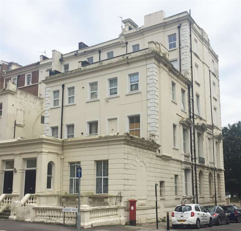 1 Bedroom Flat for sale in Ashley Court, Terrace Road, St Leonards On Sea, TN37 6BN