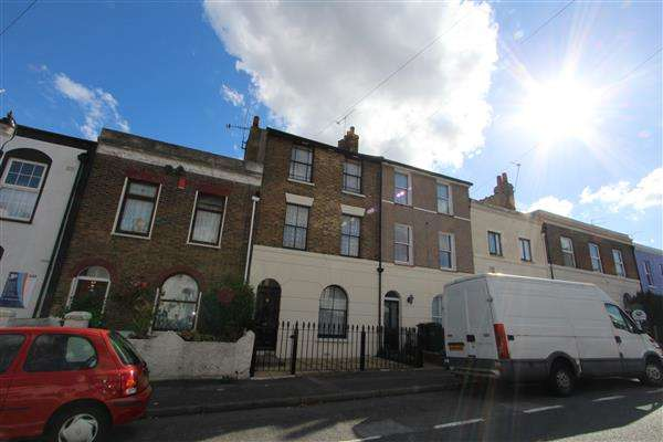 3 Bedrooms Terraced House for sale in Wellington Street, Gravesend, Gravesend