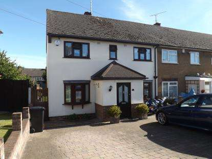 4 Bedrooms End Of Terrace House for sale in Pilgrims Hatch, Brentwood, Essex