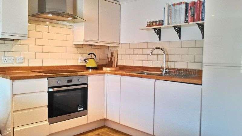 2 Bedrooms Flat for sale in Jubilee Crescent, Needham Market