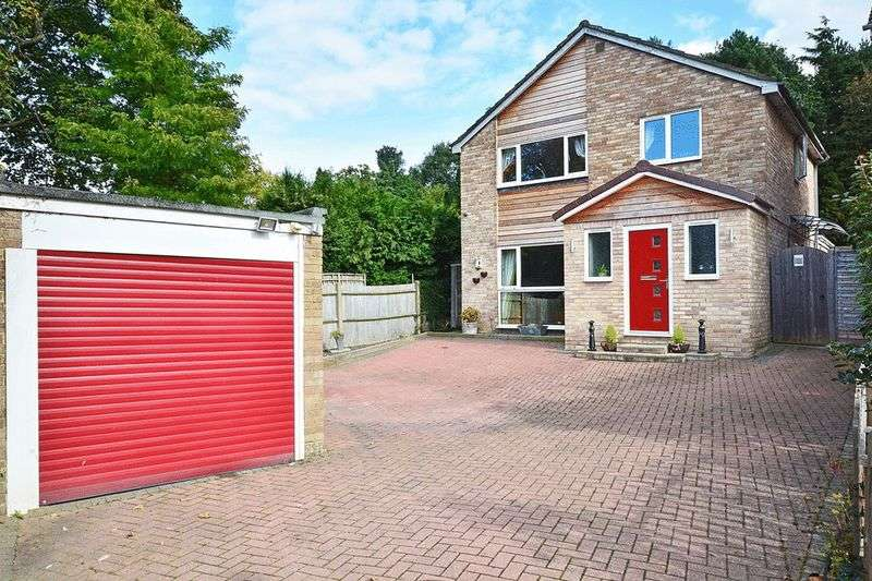 4 Bedrooms Detached House for sale in St. Catherines Road, Pound Hill, CRAWLEY, West Sussex
