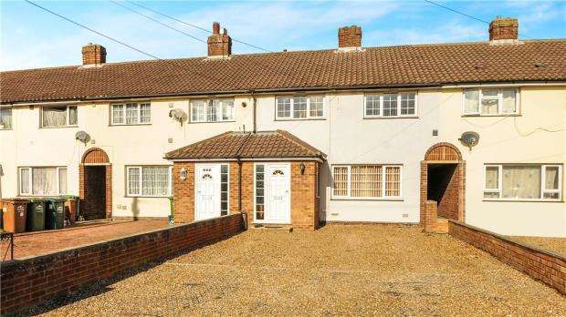 4 Bedrooms Terraced House for sale in Clare Road, Staines-upon-Thames, Surrey