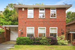 4 Bedrooms Detached House for sale in Whimbrel Close, Sanderstead, South Croydon, .