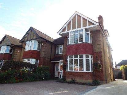 4 Bedrooms Semi Detached House for sale in Bullsmoor Lane, Enfield