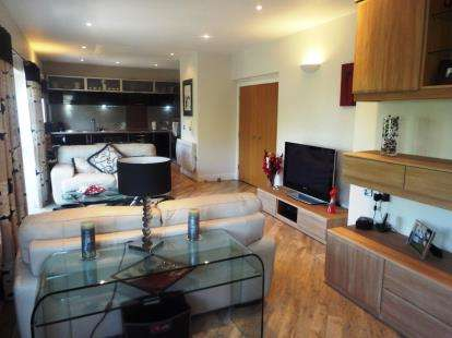 2 Bedrooms Flat for sale in Central Exchange, Chester Le Street, Tyne and Wear, DH3