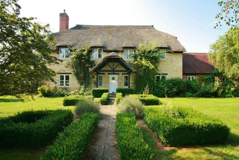 5 Bedrooms Detached House for sale in Blackthorn, Oxfordshire