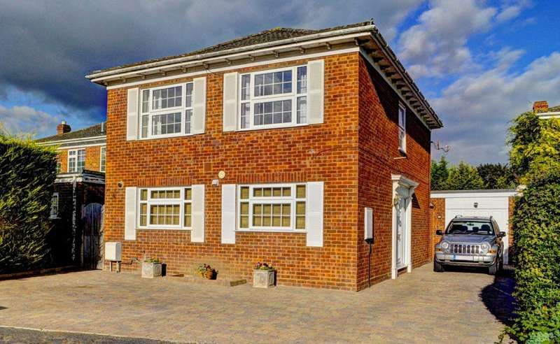 4 Bedrooms Detached House for sale in Longwick