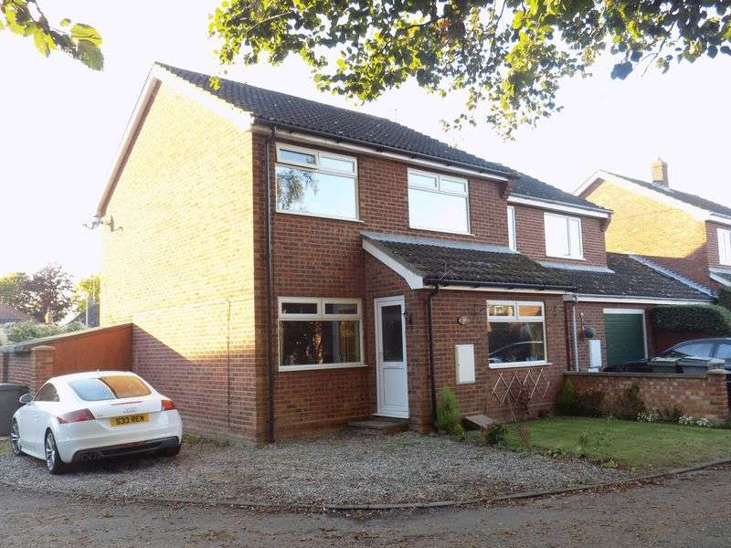 3 Bedrooms Semi Detached House for sale in Nursery Close, Acle, Norwich