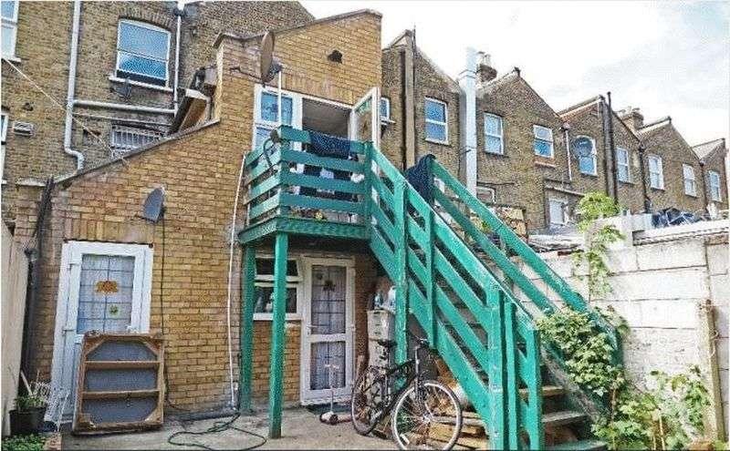 1 Bedroom Flat for sale in Lower Clapton Road, London