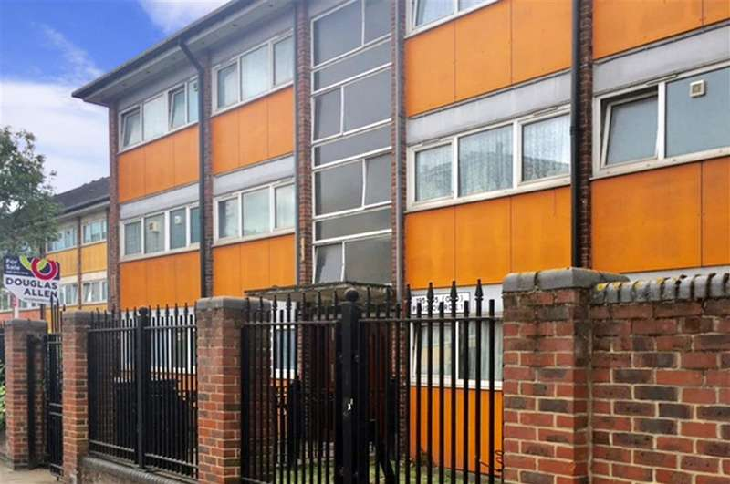 2 Bedrooms Flat for sale in Plaistow Road, Newham, London