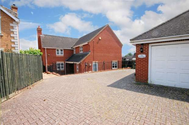 4 Bedrooms Detached House for sale in Badgers Rise, Stone, Buckinghamshire