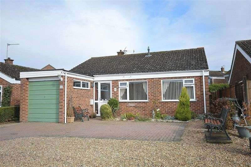 3 Bedrooms Detached Bungalow for sale in Jubilee Road Watton