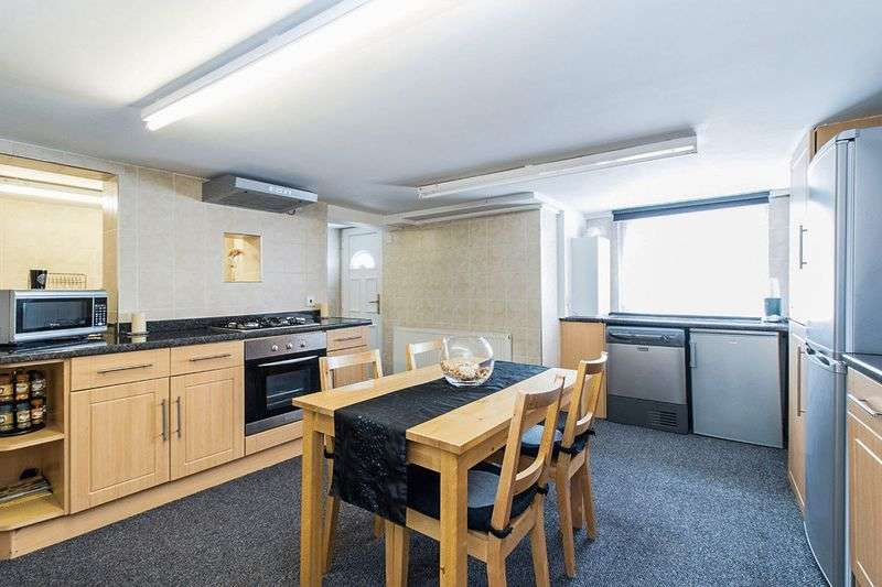 2 Bedrooms Terraced House for sale in Seaforth Road, Leeds