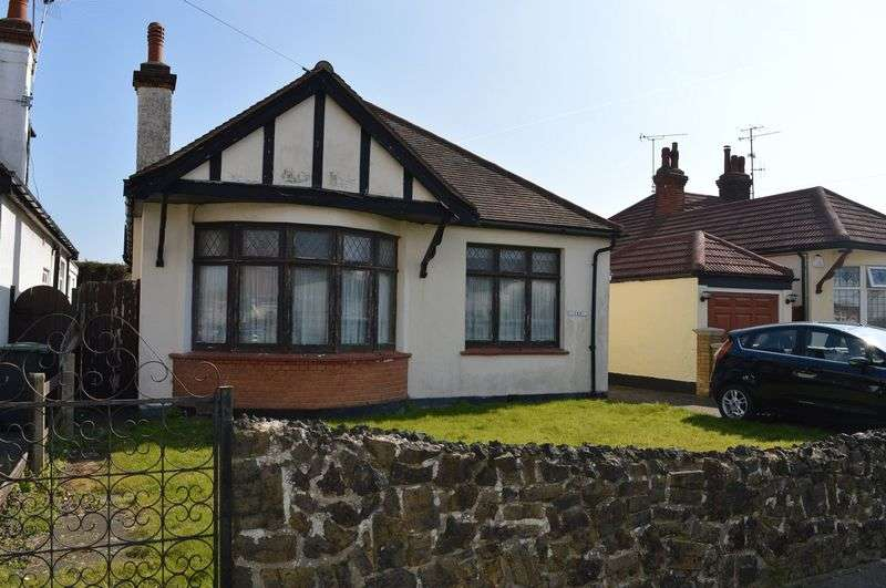 4 Bedrooms Detached Bungalow for sale in St. James Avenue, Southend-On-Sea