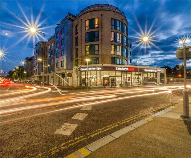 1 Bedroom Flat for sale in Saxon House, 170, London Road, Hackbridge, Wallington, Surrey, SM6 7AN