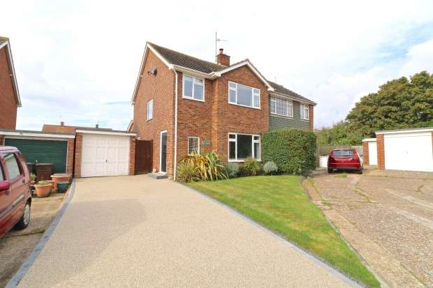 3 Bedrooms Semi Detached House for sale in The Thatchings, Polegate, BN26