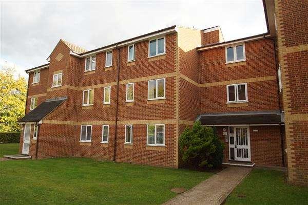 1 Bedroom Apartment Flat for sale in Walpole Road, Burnham Gate, Cippenham