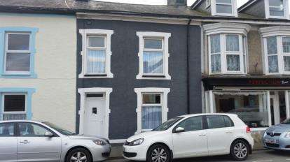 3 Bedrooms Terraced House for sale in New Street, Porthmadog, Gwynedd, LL49