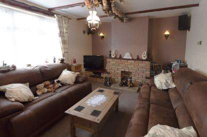 3 Bedrooms Terraced House for sale in Leigh-On-Sea, Essex