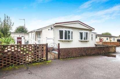 2 Bedrooms Mobile Home for sale in Whelpley Hill Park, Whelpley Hill, Chesham, Buckinghamshire