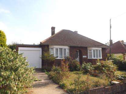 2 Bedrooms Bungalow for sale in Burnham-On-Crouch, Essex, United Kingdom
