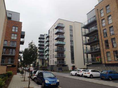 2 Bedrooms Flat for sale in Dagenham, United Kingdom