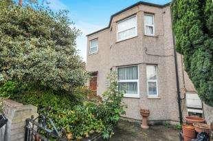 2 Bedrooms Maisonette Flat for sale in Laleham Road, Catford, London, .