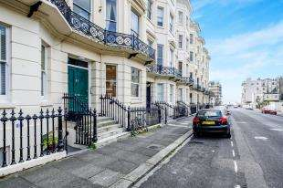 3 Bedrooms Flat for sale in Holland Road, Hove, East Sussex