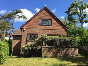 4 Bedrooms Detached House for sale in Crescent Drive North, Woodingdean, Brighton, East Sussex