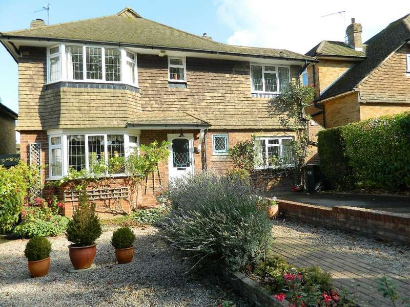 4 Bedrooms Detached House for sale in Elmfield Way, Sanderstead, South Croydon, CR2 0EF