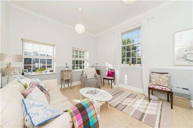2 Bedrooms Flat for sale in Anne Greenwood Close, Iffley, Oxford, OX4 4DW