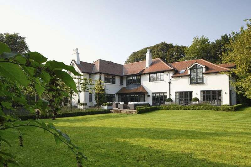 5 Bedrooms Detached House for sale in Park Drive, Hale