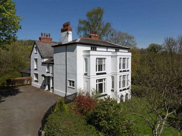 6 Bedrooms Detached House for sale in Church Lane, Llansantffraid
