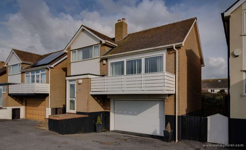 3 Bedrooms Detached House for sale in Queens Promenade, Thornton-Cleveleys, Lancashire, FY5