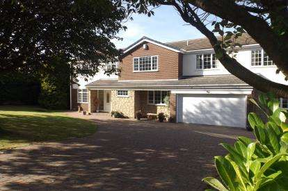 5 Bedrooms Detached House for sale in Wentworth Court, Darras Hall, Ponteland, Northumberland, NE20