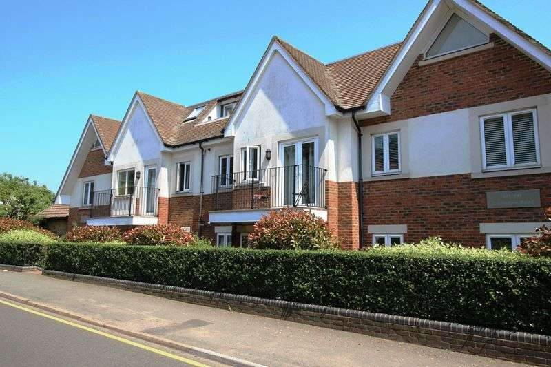 2 Bedrooms Flat for sale in COULSDON ROAD, CATERHAM ON THE HILL