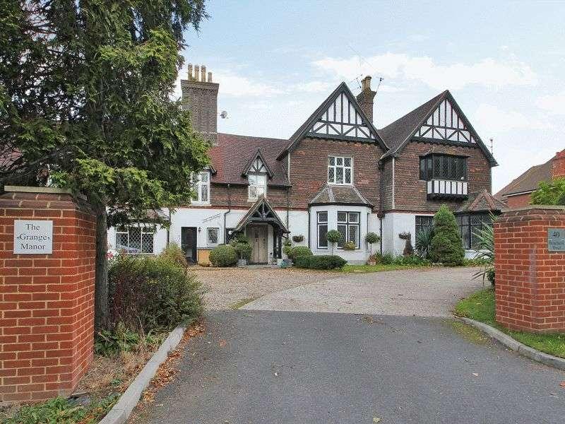 2 Bedrooms Flat for sale in Bonehurst Road, Horley, Surrey