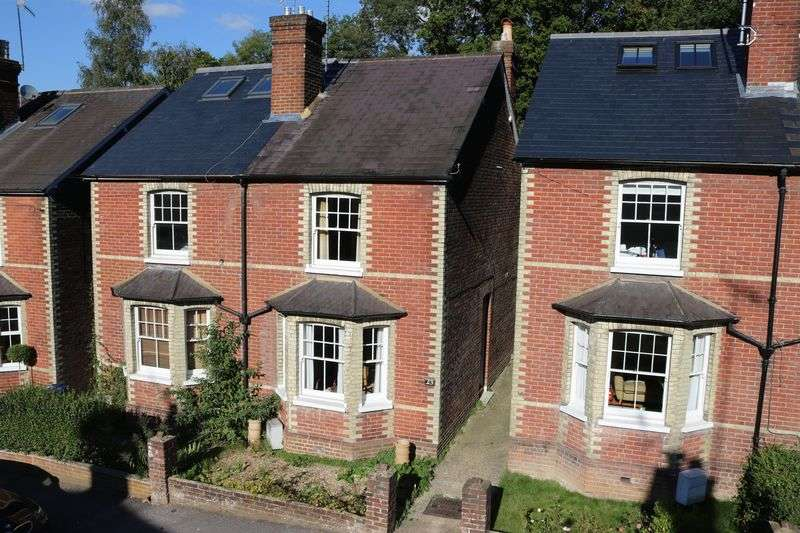 3 Bedrooms Semi Detached House for sale in Town End Street, Godalming
