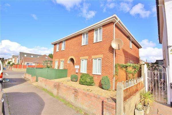 2 Bedrooms Apartment Flat for sale in Gloucester Court, 24 Gloucester Road, Bournemouth