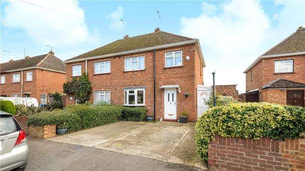 3 Bedrooms Semi Detached House for sale in Princes Close, Eton Wick, Windsor