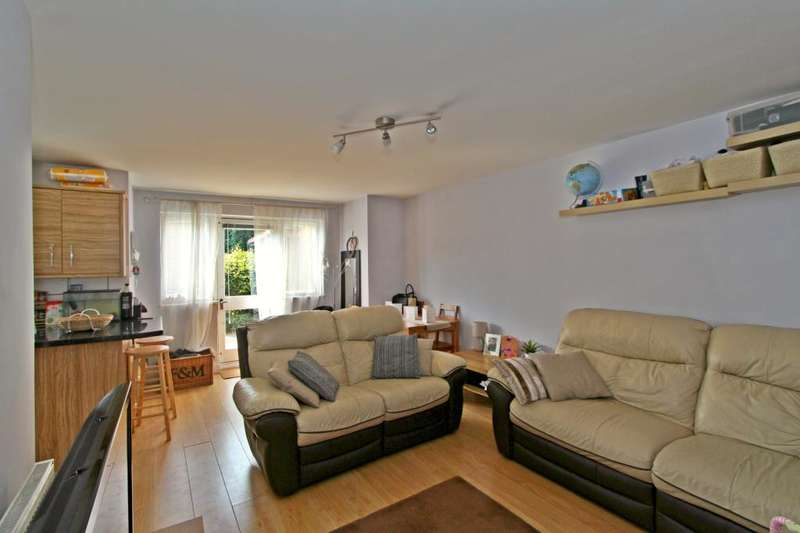 2 Bedrooms Flat for sale in Bay Court, Popes Lane, London, W5