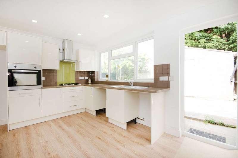4 Bedrooms House for sale in Weald Lane, Harrow Weald, HA3