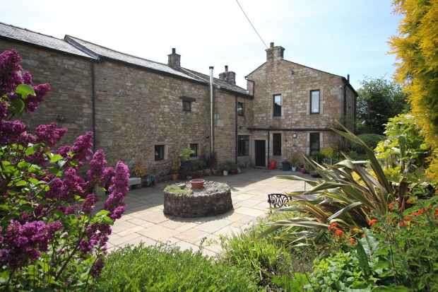 4 Bedrooms Detached House for sale in Slaidburn Road, Clitheroe, Lancashire, BB7 3JJ