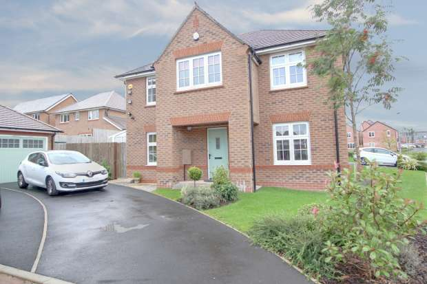 4 Bedrooms Detached House for sale in Woolfenden Way, Rochdale, Lancashire, OL12 9SS