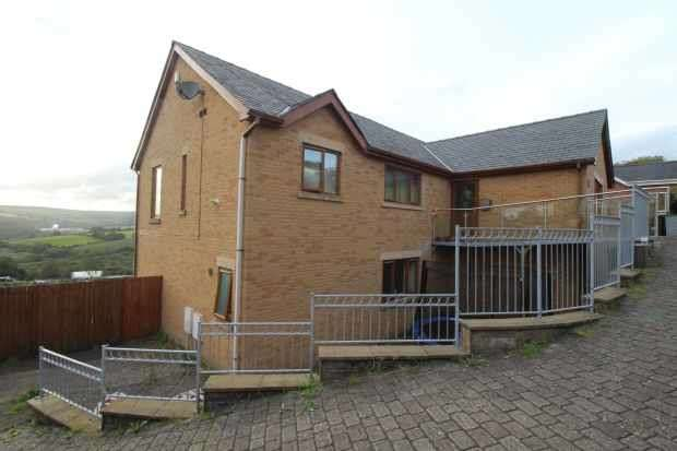 4 Bedrooms Detached House for sale in Cwm Coed, Bridgend, Mid Glamorgan, CF32 8SW